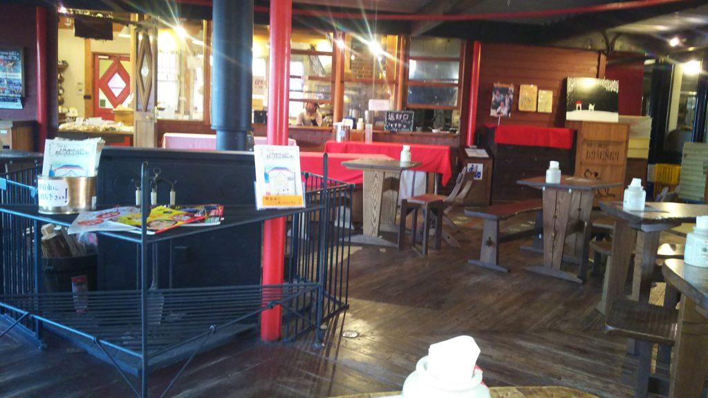「緑と風のダーシェンカ」平日のカフェ