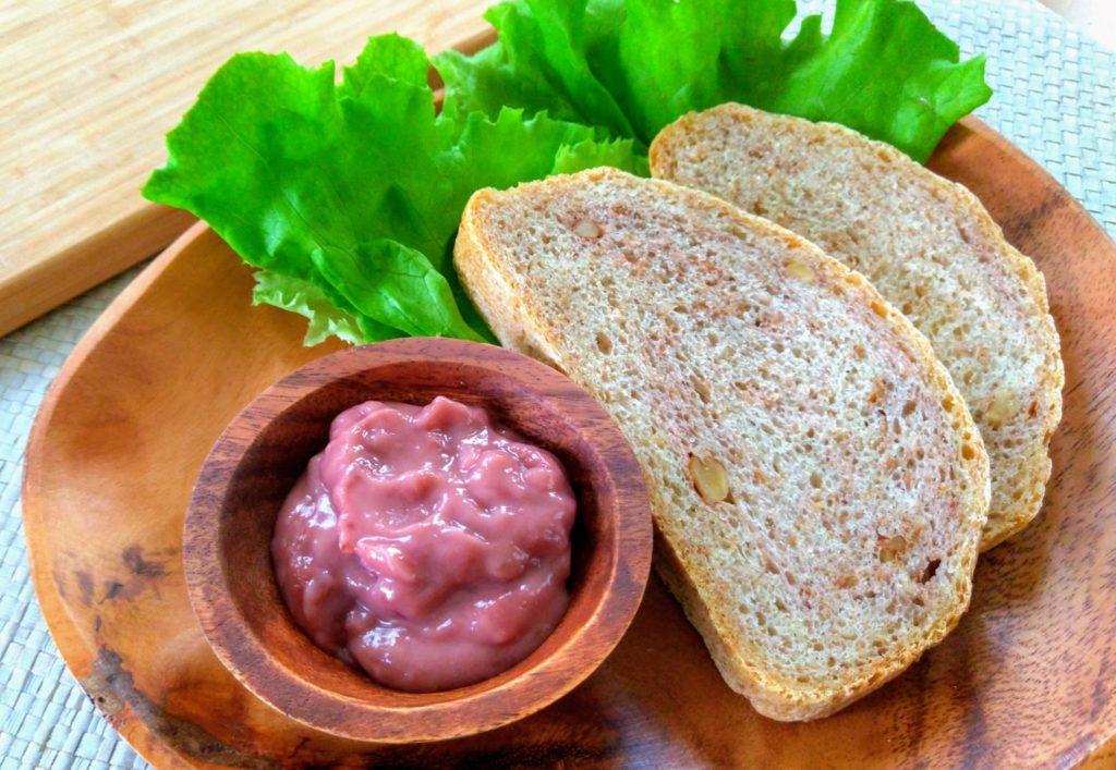 苺カヤジャムとパン