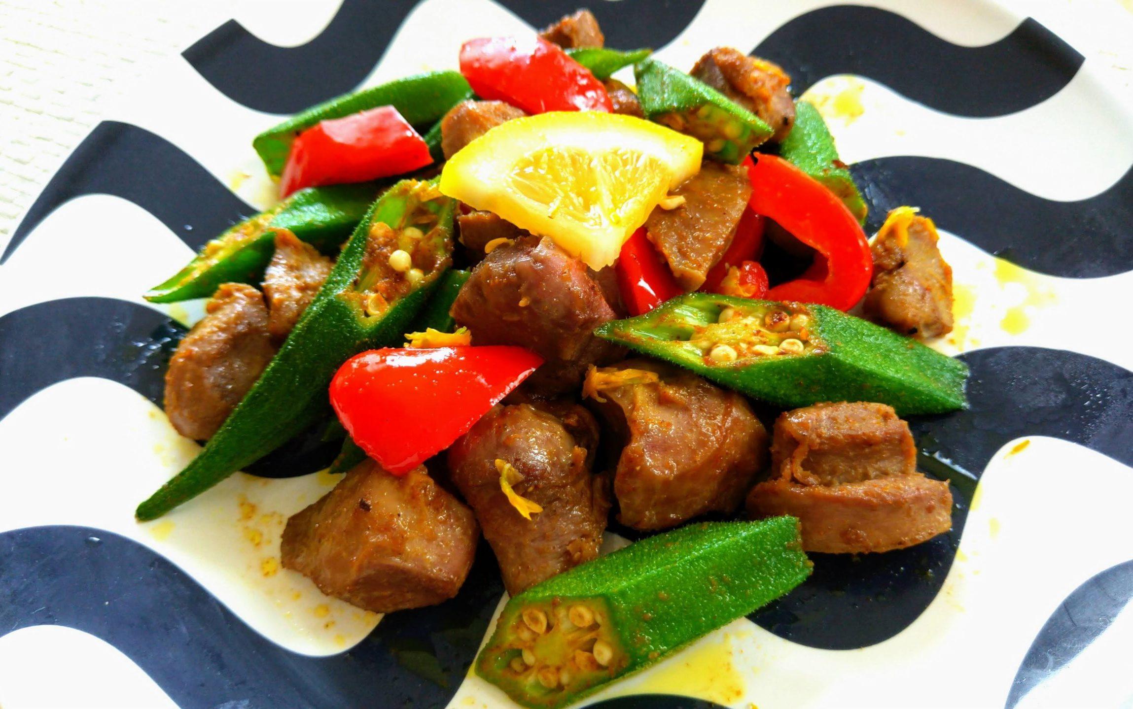 オクラと鶏砂肝のスパイス炒め