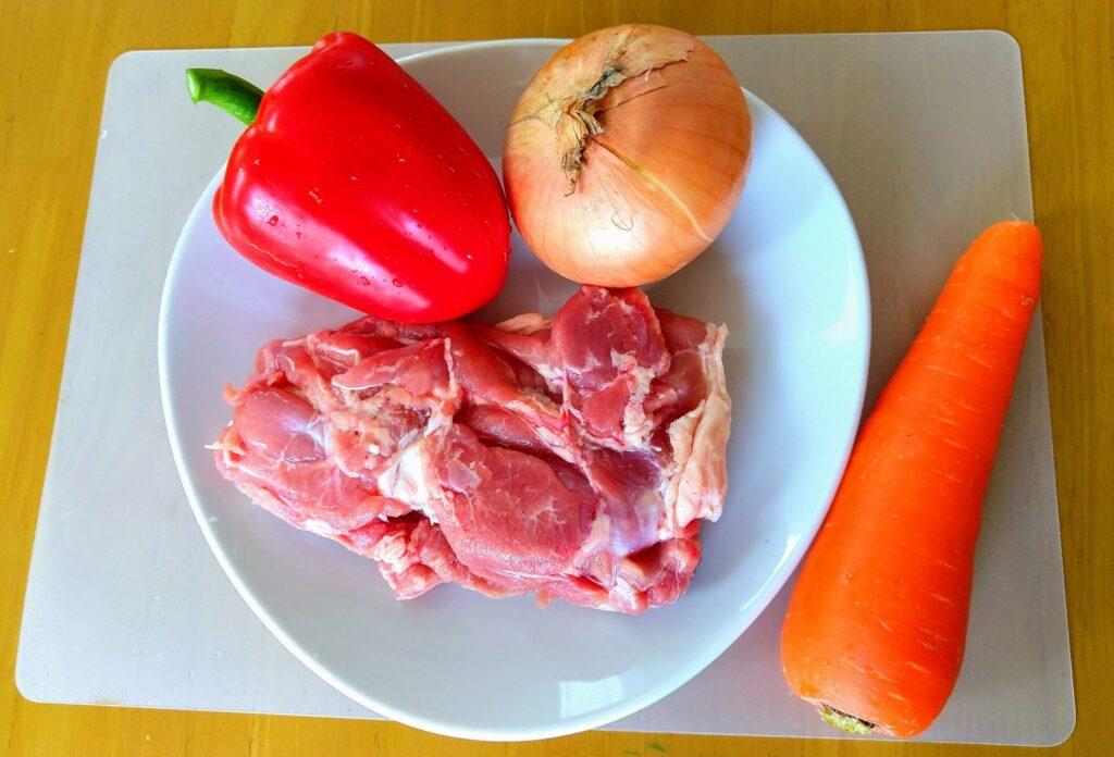 鶏肉とパプリカのトマト煮込み材料