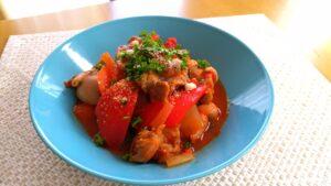 鶏肉とパプリカのトマトソース煮込み
