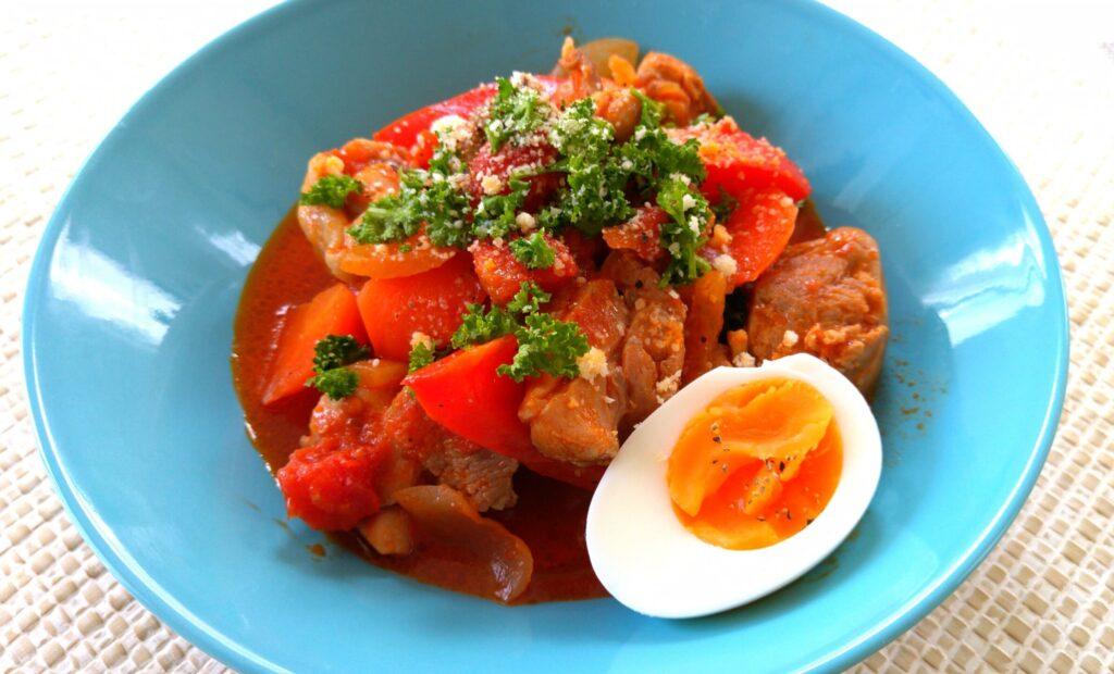 【春おうちカフェ】鶏肉とパプリカのトマト煮込み